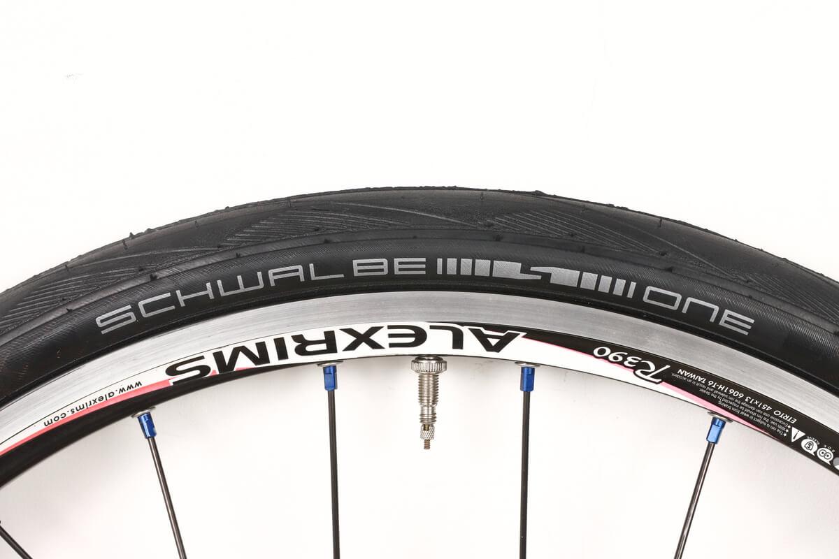 SCHWALBE ONE 28-451 20×1 1/8タイヤ