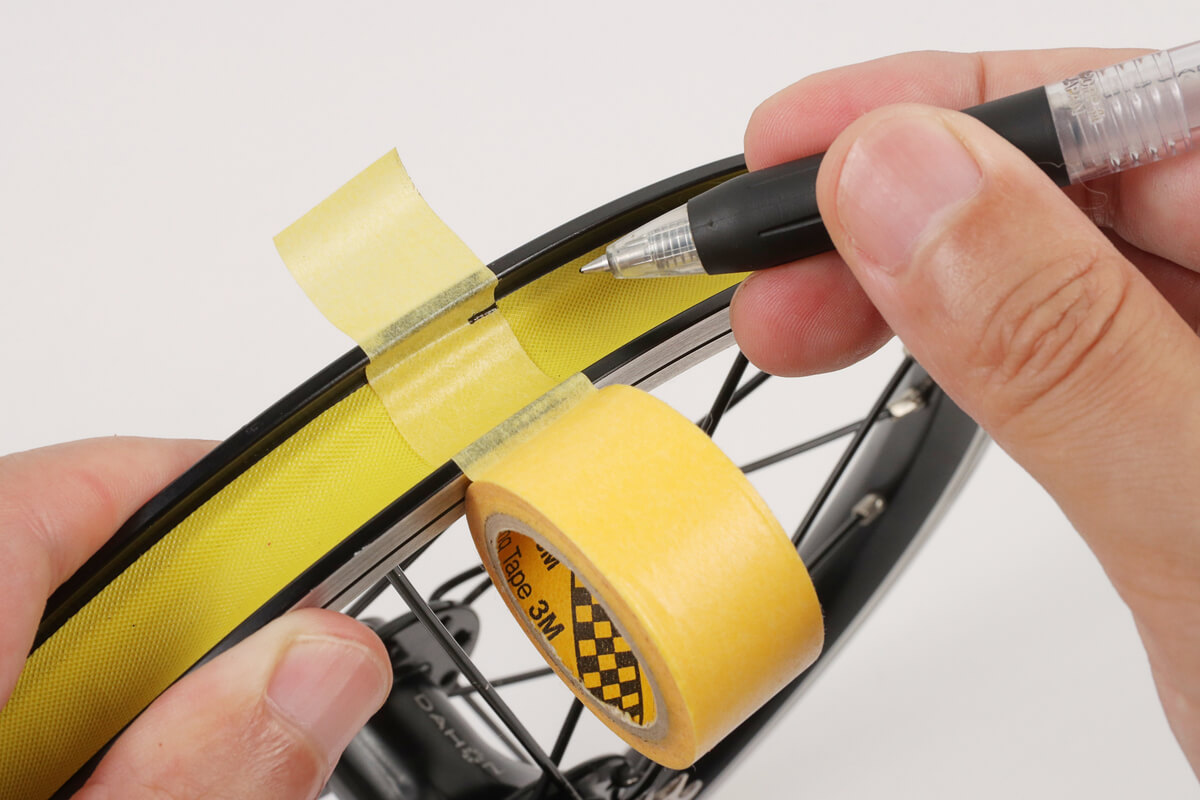 マスキングテープを使用してリムテープ幅を測る方法
