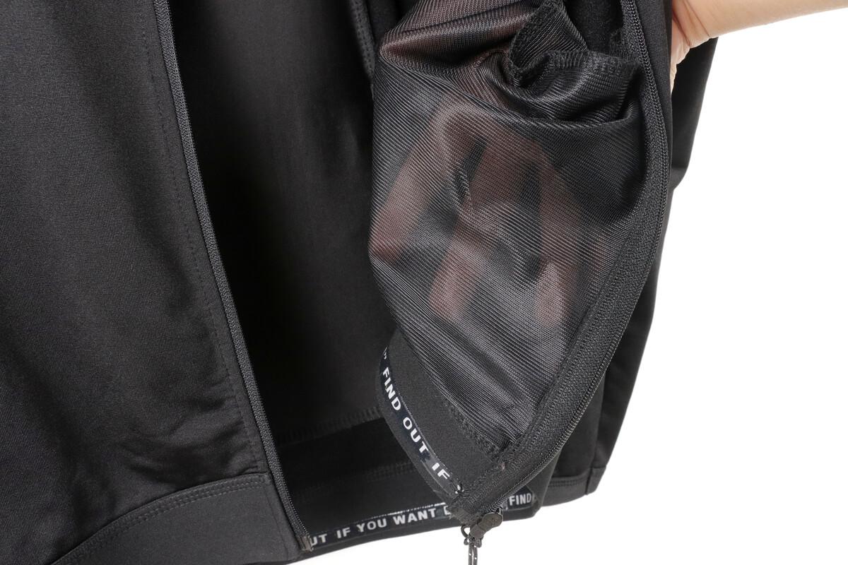 ワークマン MOVE ACTIVE CYCLE ウォームジャージのサイドポケットの裏地はメッシュ素材