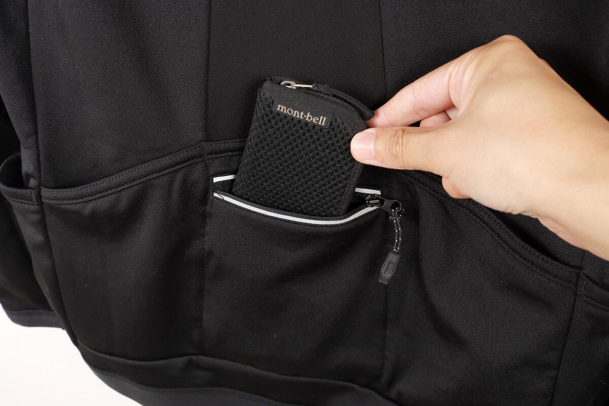 ワークマン MOVE ACTIVE CYCLE ウォームジャージのポケットに財布を入れる